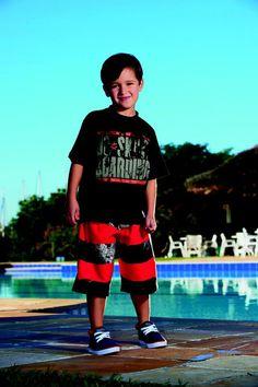 "Conj. Camiseta ½ Malha-Bermuda Sintética Estampada Estampa ""DC SKATE BOARDING"" Tamanhos: 04 ao 16"