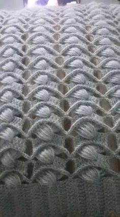 If you looking for a great border for either your crochet or knitting project, check this interesting pattern out. When you see the tutorial you will see that you will use both the knitting needle and crochet hook to work on the the wavy border. Crochet Stitches Patterns, Crochet Motif, Crochet Shawl, Knitting Stitches, Crochet Designs, Knitting Patterns, Knit Crochet, Blanket Patterns, Crochet Blanket Border