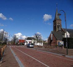Hamersveldseweg met rechts de R.K St. Jozefkerk.