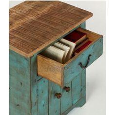 Mesa auxiliar vintage AGUA con un cajon y una puerta. Está fabricada con madera e hierro. Crea en tu hogar un ambiente con encanto retro combinando esta mesa con otros muebles de nuestra colección vintage.