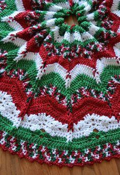 Corner Christmas Tree, Burlap Christmas Tree, Crochet Christmas Decorations, Crochet Christmas Trees, Christmas Crochet Patterns, Christmas Knitting, Christmas Bells, Christmas Crafts, Holiday Crochet
