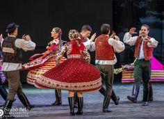 Bartók Táncegyüttes Győr 750 éves évfordulójának ünnepélyén - Fotó: Szabó Béla Lace Skirt, Skirts, Fashion, Moda, Fashion Styles, Skirt, Fashion Illustrations, Gowns