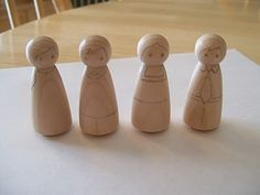 Love the simple faces on these peg dolls and the idea to pencil them in before painting