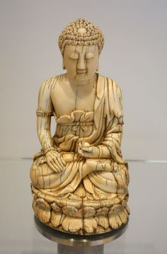 Buddha, China, Ming dynasty, 16th-17th century AD, ivory - Royal Ontario Museum - DSC03746 - Elfenbeinschnitzerei – Wikipedia