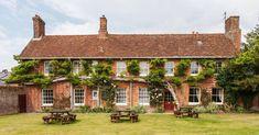 Bridge Farmhouse - Comfy holiday home for big groups