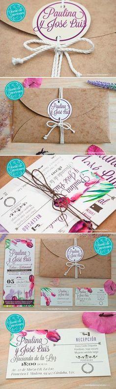 Invitación Rustic Vintage: Diseño tipo postal con detalles florales en acuarela y dos tarjetas sociales acorde con el estilo de la invitación, todo esto dentro de un sobre tipo pétalo en cartoncillo rústico color madera que cierra con monograma y cordón de algodón. El diseño perfecto para una emotiva boda rústica con un toque shabby chic. #rustic #rustica #invitacion #boda #vintage
