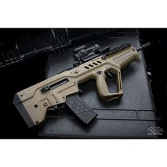 IWI Tavor 5.56 with an Hexmag.