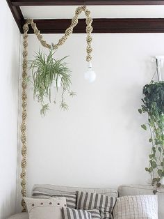 Macrame Light Fixture: The comeback of macrame in fashion & home!
