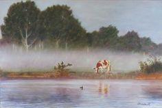 Christa Hoek. Koe in ochtendmist. Het Spaarne in Haarlem. Vroeg in de ochtend. De mist trekt op en de eerste zonnestralen verlichten een grazende koe.