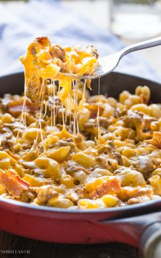 This gluten free Bacon Cheeseburger Pasta recipe has all the fabulous flavors of a bacon cheeseburger but in a skillet, my family absolutely LOVE this dish, it's mind blowingly awesome!