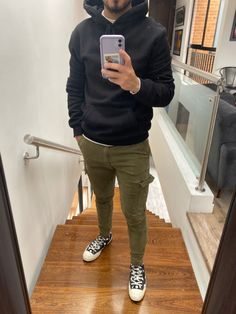 Stylish Mens Outfits, New Outfits, Casual Outfits, Men Casual, Fashion Outfits, Rain Wallpapers, Olive Green Pants, Clothing Styles, Vespa