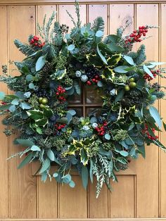 Mixed Greenery Wreath Mixed Greenery Wreath The Effective Pictures We Offer You About DIY Wreath minimalist A quality picture can tell you many things. You can find the most beautifu Christmas Door Wreaths, Christmas Greenery, Christmas Flowers, Holiday Wreaths, Winter Christmas, Christmas Holidays, Christmas Crafts, Spring Wreaths, Fleurs Diy