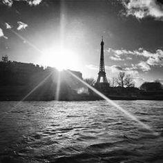Rien de plus beau que la beauté avant le lever et le coucher du soleil #parismaville #toureiffel #voyage #photooftheday #parisphotography