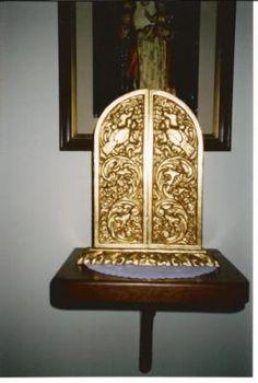 triptico colonial, tallado y dorado en pan de bronce, ycon pinturas decoradas en pan de oro triptico madera,lamina de bronce y oro,oleo tall...