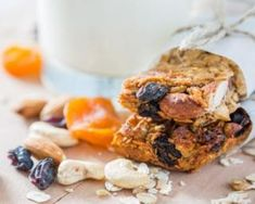 This recipe for breakfast bars packs a powerful, nutritious punch. Breakfast And Brunch, Power Breakfast, Breakfast Bars, Protein Breakfast, Breakfast Recipes, Snacks For Work, Healthy Cooking, Healthy Food, Healthy Eating