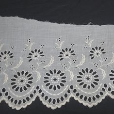 White Flower Wide Lace 4 1//4 inches    1 yard