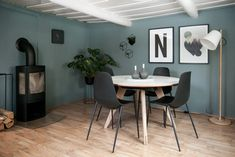 stue med evening jotun væg - Google Search Conference Room, Table, Furniture, Google Search, Home Decor, Green, Colour Gray, Colors, Decoration Home