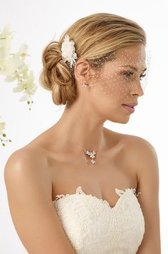 Modern hair arragement with mini veil of french net 124 from Bianco Evento   #biancoevento #hairstyles #weddingaccessories #hairjewellery #weddingideas #bridetobe