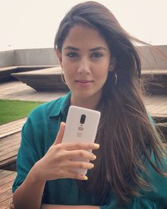 We love Mira Rajput's new pic as much as Janhvi Kapoor. Read her adorable comment Indian Actresses, Actors & Actresses, Mira Rajput, Mahira Khan, Film Images, Tiaras And Crowns, Bollywood Actors, Beauty Art, Beauty Queens