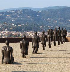 Antony-Gormley-at-Forte-Belvedere-Florence. Human Sculpture, Sculpture Art, Metal Sculptures, Bronze Sculpture, Antony Gormley Sculptures, Artistic Installation, Light Installation, Art Jokes, Sir Anthony