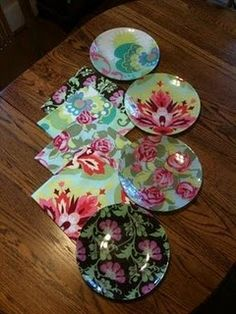 So I decided to make her some decoupage plates and matching napkins with some Amy Butler coordinating prints. Diy Decoupage On Glass, Decoupage Plates, Decoupage Ideas, Diy Craft Projects, Diy Arts And Crafts, Sewing Projects, Craft Ideas, Mod Podge Crafts, Fabric Crafts