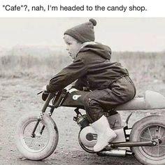 On his little cafe racer. Kids Atv, Kids Bike, Vintage Motorcycles, Cars And Motorcycles, Motorcycle Baby, Biker Baby, Baby Bike, Mini Cafe, Baby Rocker