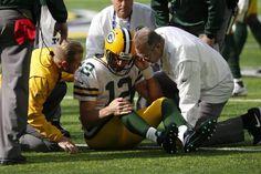 NFL: Aaron Rodgers has broken collarbone, could miss season