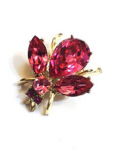 Vintage Bee Pin Pink Rhinestones Goldtone by GracesVintageGarden