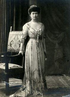 Tempus fugit, mors venit.... Queen Sofia of the Hellenes. 1910s.
