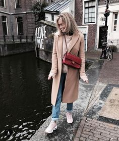 Claartje Rose, Dutch blogger, chanel bag, levis jeans, acne sweater, camel coat, nike air max 95