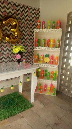 festa flamingo na piscina 21st Party, Flamingo Party, Slogan, Birthdays, Happy Birthday, Baby Shower, Pool Party Themes, Pool Party Decorations, Pool Parties
