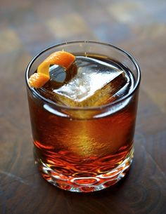 Old Fashioned. Bourbon – sugar – bitters – water