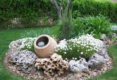 Ничто не украшает участок лучше, чем цветники. Декоративные бордюры для клумб из камней уже давно занимают особую нишу в ландшафтном дизайне парков и садов. Они также являются одним...