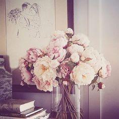 Wedding Illustration, Unique Wedding Gifts, Wedding Season, Wedding Cards, Glass Vase, Floral Wreath, Wreaths, Bride, Wedding Anniversary
