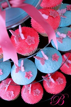 Butterfly cupcakes pink and blue Lace Cupcakes, Butterfly Cupcakes, Cupcake Cakes, Fancy Cakes, Cute Cakes, Simple Butterfly, Cake Pictures, Beautiful Butterflies, Let Them Eat Cake