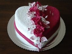 New Birthday Cake For Women Roses Pastel Ideas Heart Shaped Birthday Cake, Heart Shaped Cakes, Heart Cakes, Birthday Cake For Women Elegant, Birthday Cakes For Women, Birthday Cake Girls, Heart Shape Cake Design, 25th Birthday Cakes, Wedding Anniversary Cakes