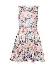 Freshen up your look with a floral dress from New Look. With free delivery options available, let your style bloom at every occasion in this timeless print. White Holiday Dress, White Cocktail Dress, Holiday Dresses, Special Occasion Dresses, Cocktail Dresses, Floral Skater Dress, White Floral Dress, Belted Dress, Floral Evening Dresses