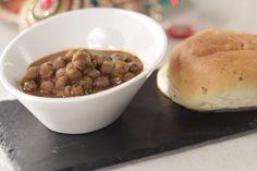 How to make Punjabi Chole - SK Khazana, recipe by MasterChef Sanjeev Kapoor Red Rose Wedding, Wedding Cake Roses, Sanjeev Kapoor, Indian Food Recipes, Ethnic Recipes, What To Cook, Recipe Of The Day, Chana Masala, Newlyweds