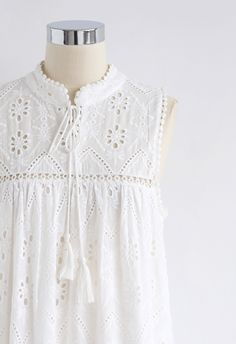 Try To Be Boho – Besticktes Maxikleid mit Aussparung in Weiss - Retro, Indie and Unique Fashion Stylish Dresses For Girls, Frocks For Girls, Stylish Dress Designs, Simple Dresses, Tunic Designs, Kurti Neck Designs, Kurti Designs Party Wear, Velvet Dress Designs, Kurti Embroidery Design