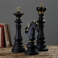 Statues, Queen Chess Piece, Giant Chess, Or Noir, 3d Prints, Chess Pieces, Retro Home Decor, Board Games, Antiques