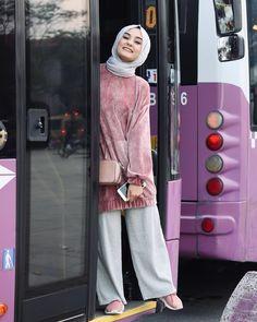"Instagram'da Aleyna ATALAR: ""Duruuuuun🙊 Renkleriniz bana çok uygun fotoğraf çekilip ineceğim 🧚🏻♀️"" Modern Hijab Fashion, Hijab Fashion Inspiration, Muslim Fashion, Modest Fashion, Hijab Gown, Hijab Collection, Hijab Trends, Casual Hijab Outfit, Outfit Look"