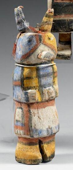 Kachina dit de l'Oiseau cornu Hopi, Arizona, U.S.A. Bois, pigments, cordelette,