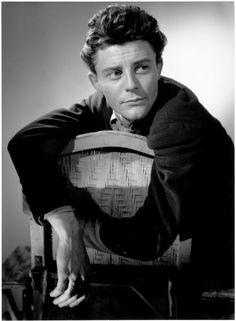 Gérard Philipe, 1946 (Photo Raymond Voinquel)