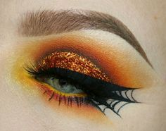 Even though Halloween has passed, look at how cool this spider web liner is!! @sleepologist