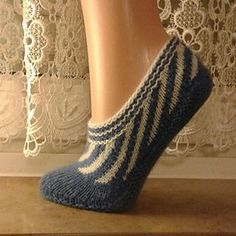 Free slipper knitting pattern - Swirly slippers in sport weight yarn | Slippers, slipper socks, slipper boots knitting patterns at http://intheloopknitting.com/free-slipper-knitting-patterns/