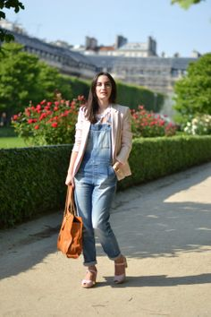 French blogger Lauraoupas in the pink Peep Toes.