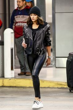 Olivia Culpo in Leather Pants Oufits Casual, Casual Fall Outfits, Winter Fashion Outfits, Fall Winter Outfits, Trendy Outfits, Leggings Fashion, Fashion Pants, Look Fashion, Womens Fashion
