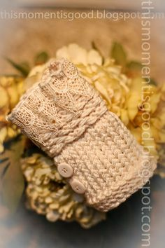 LOOM KNIT WRIST WARMERS. Free Pattern. Victorian inspired fingerless mittens. #freeloomknittingpatterns #loomknitwristwarmers #loomknitfingerlessmittens