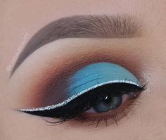 Black eyeliner and eye shadow in brown color around blue helped this makeup. If you have blue eyes, it is not recommend to use shadows in blue tones that are similar to the color of the eyes, because instead to emphasize the eyes it will somehow suppress them.
