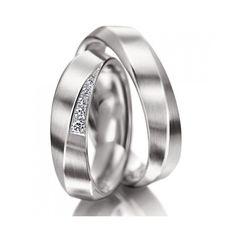 Modelo Caucaia : Alianças em ouro branco 18k com acabamento polido, perfil anatômico e 5 diamantes na feminina.  http://www.oliverjoias.com.br/aliancas-com-ouro-branco/alianca-de-ouro-casamento-e-noivado-caucaia-478.html